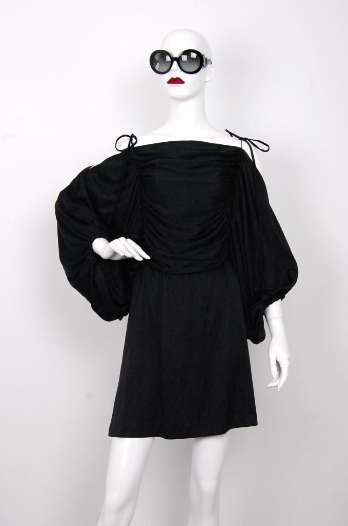ADR001574 ブラックギャザースリーブドレス