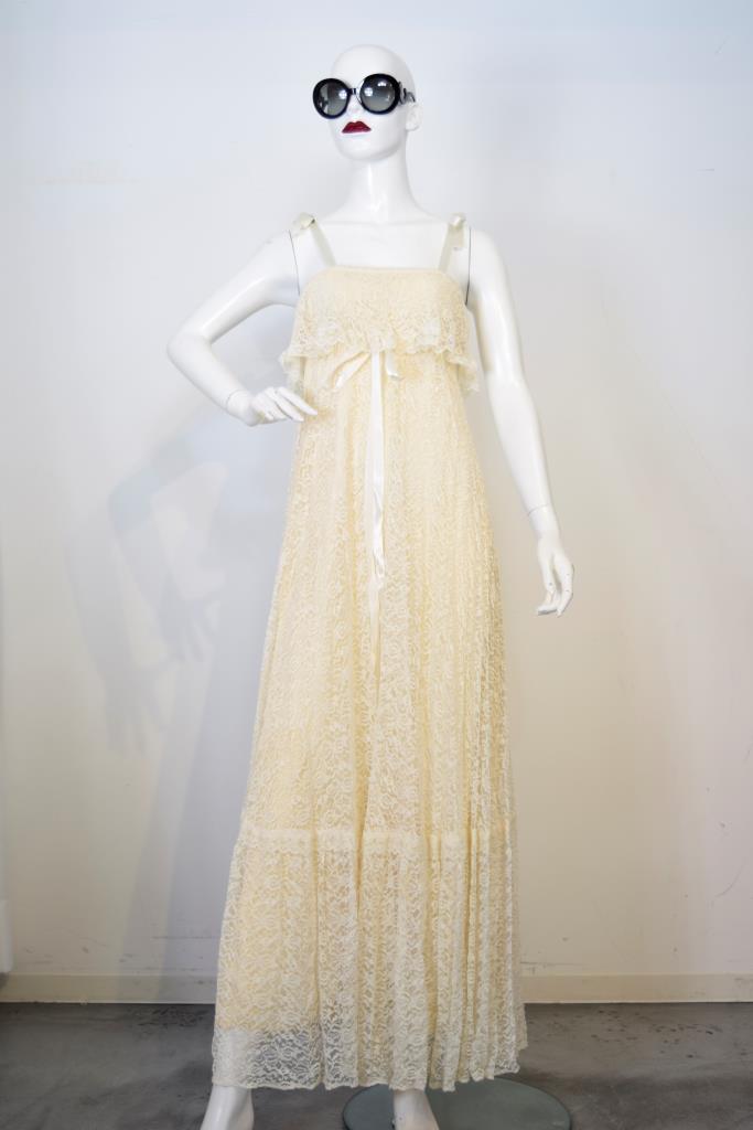 ADR001742 ベージュレースドレス