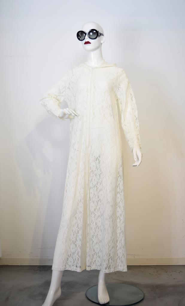 ADR001743 ベージュレースフードドレス