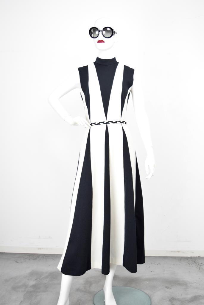 ADR001837 ブラックホワイトドレス