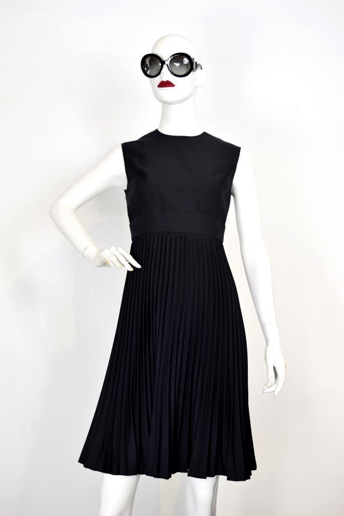 ADR001933 ブラックプリーツスカートドレス
