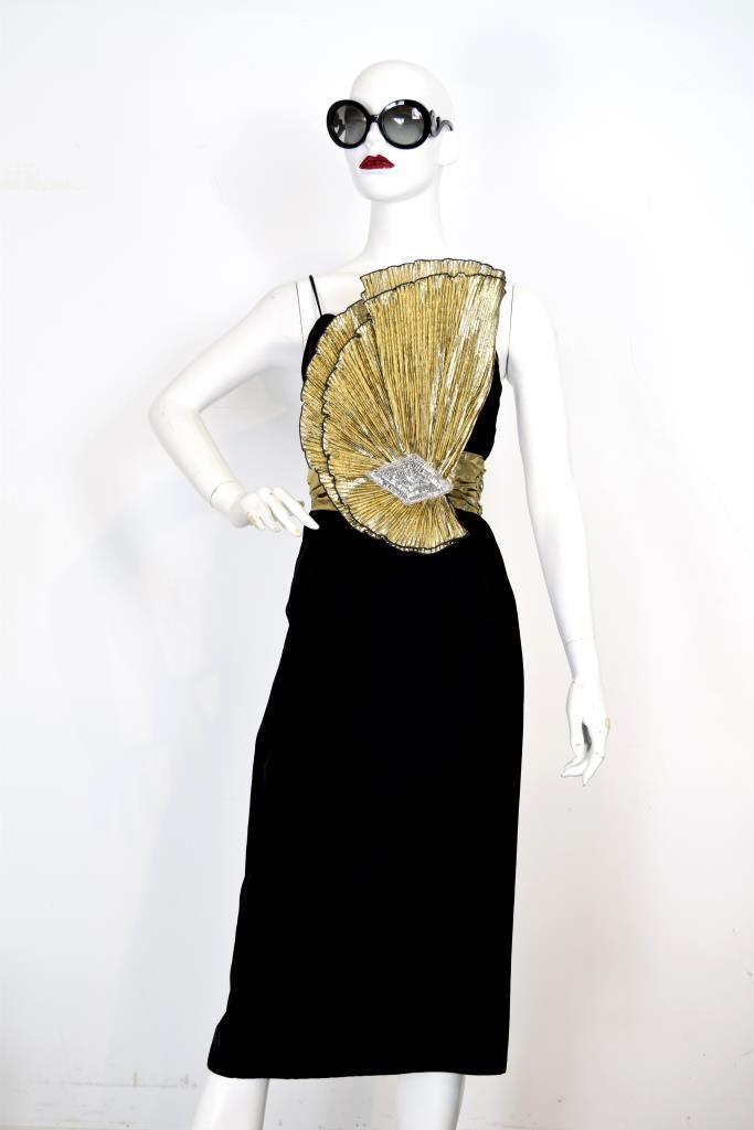 ADR001956 ブラックゴールド装飾ドレス
