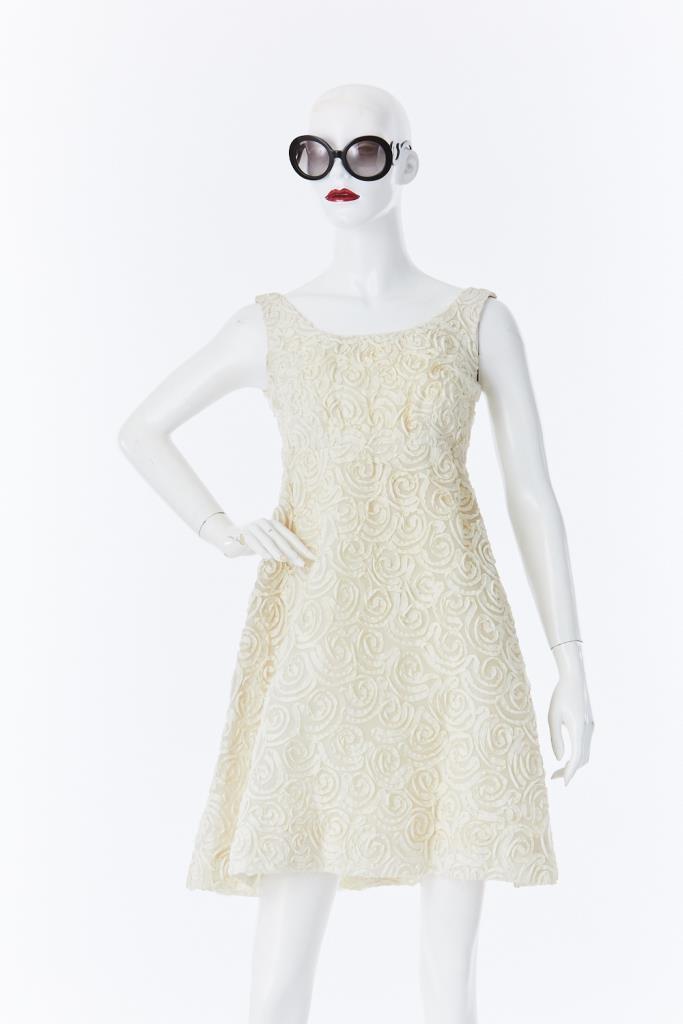 ADR500015 ホワイトノースリーブドレス