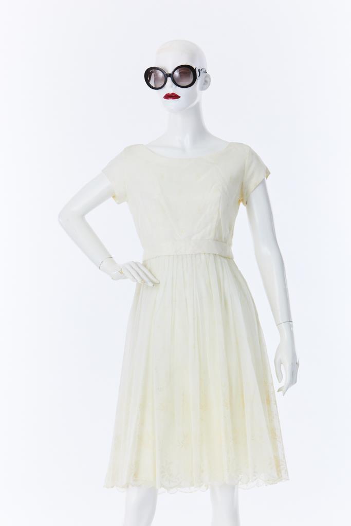 ADR500017 ホワイト花刺繍ドレス