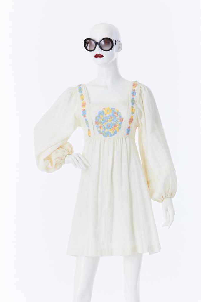 ADR500045 花刺繍ドレス