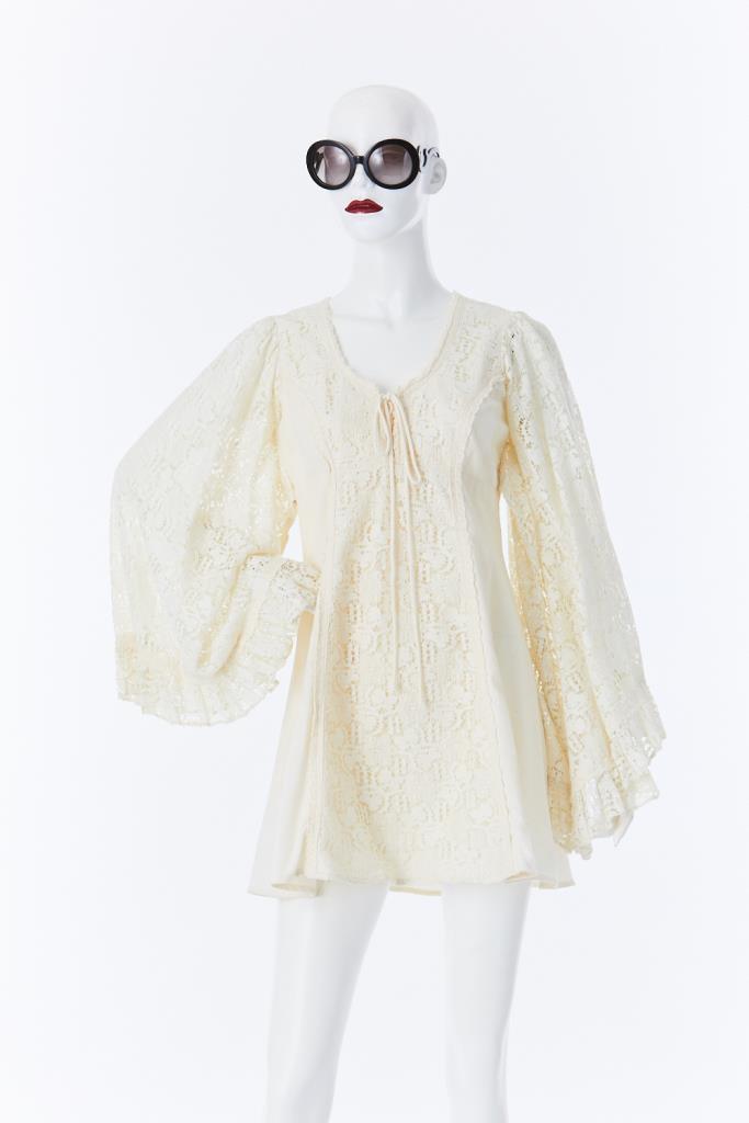 ADR500050 胸元リボンレースドレス