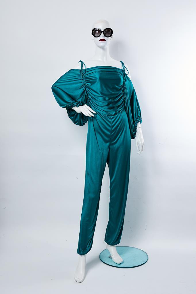 AJU100129 グリーン長袖ジャンプスーツ
